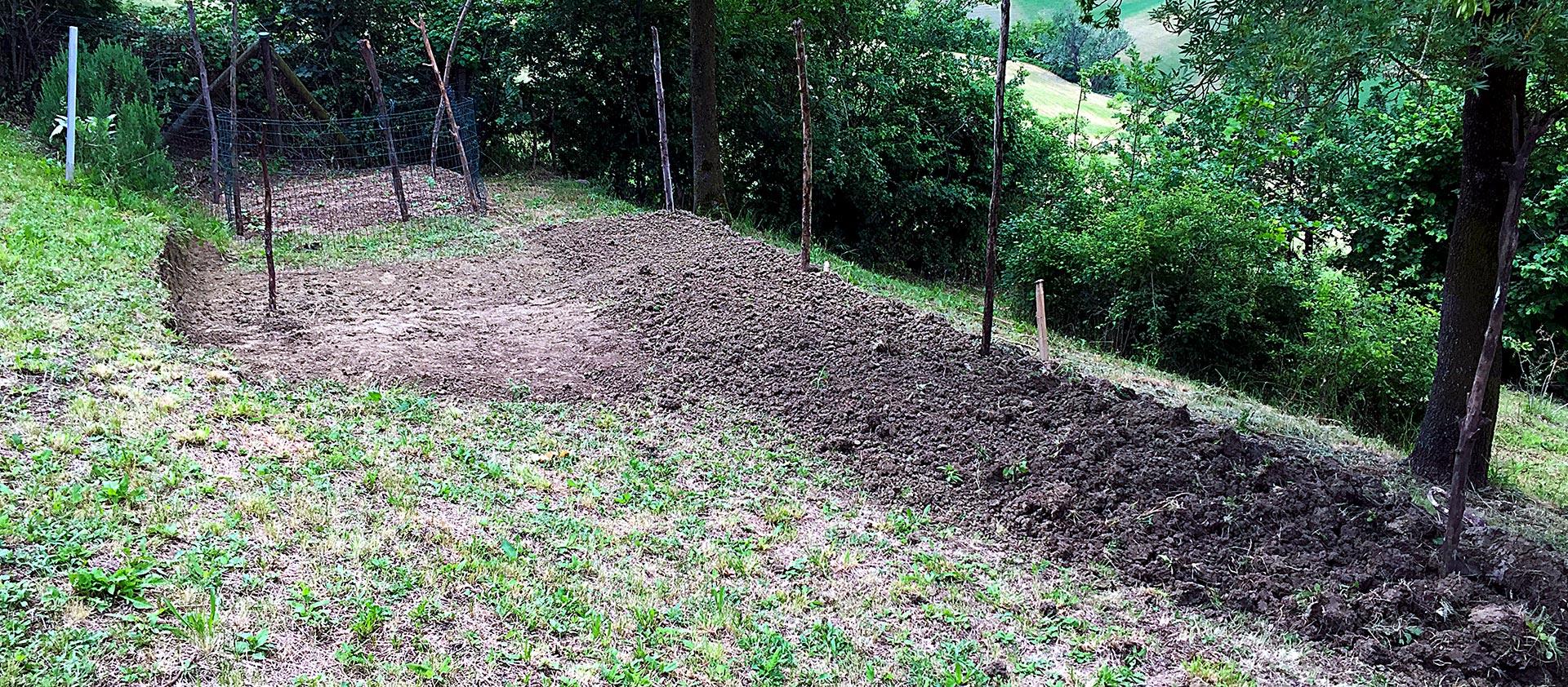 Terrazzamento per nuova area dedicata all'orto sinergico